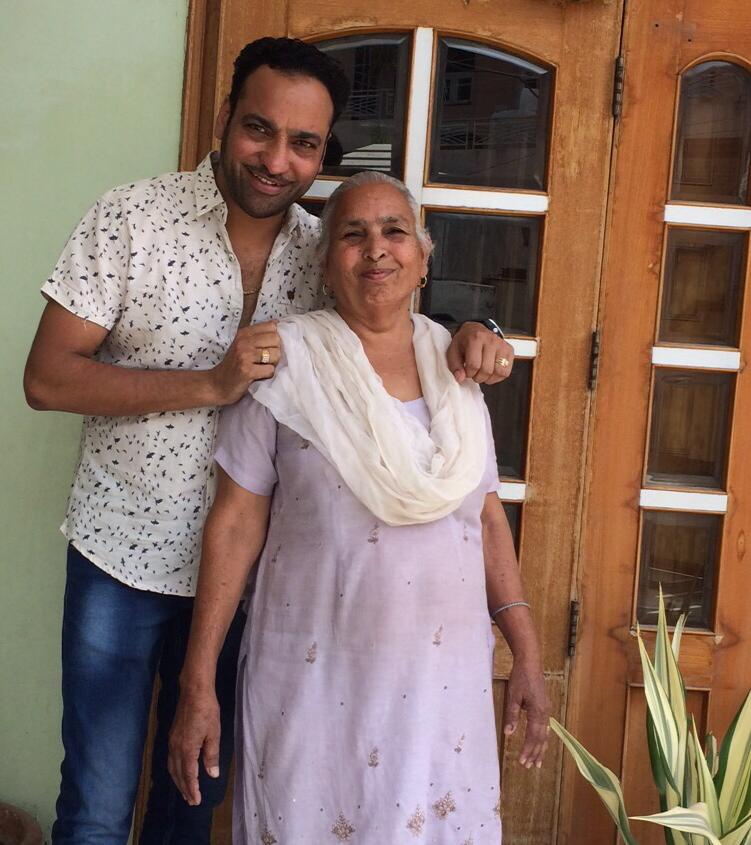 harjit harman mother, harjit harman mother name, harjit harman mother photo, pics, harjit harman mother name