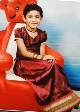 priya prakash varrier biography, priya prakash varrier childhood photos, priya prakash varrier mother, priya prakash varrier father, priya prakash varrier family